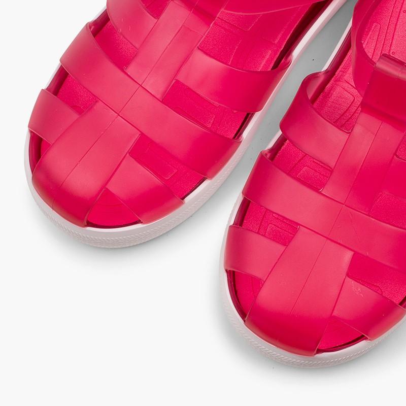 Sandales de plage avec du velcro de type tennis