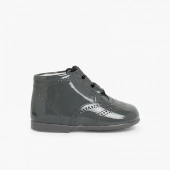 51923fea3ba Chaussures Anglaises effet Verni Inglesito   Zapatito Inglés Charol Bota  Gris ...